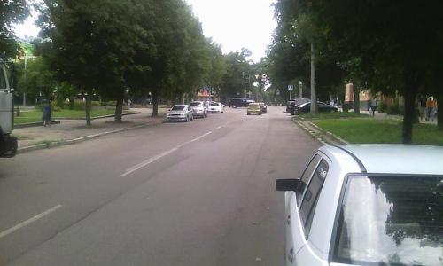 Ремонтувати дороги у Черкасах заважають «майстри» паркування?