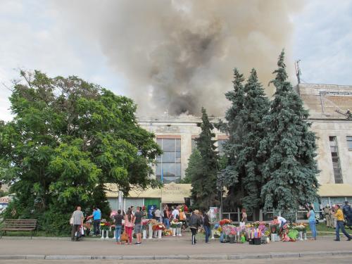 Через пожежу квітковим павільйонам біля театру влаштують перевірку