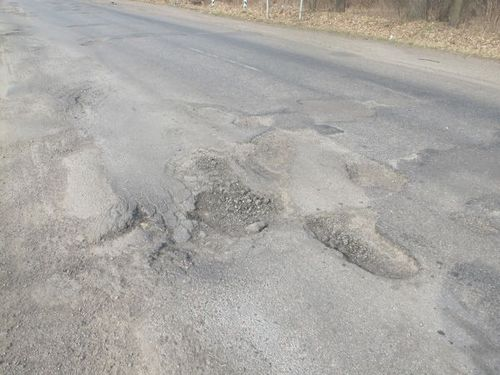 Черкаський асфальт сходить із дорогами разом зі снігом (ВІДЕО)