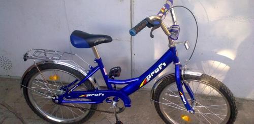 У центрі Черкас нахаба ледь не відібрав у дитини велосипед (ВІДЕО)