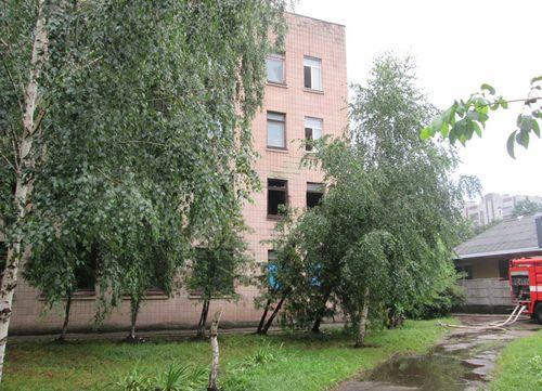 У Черкасах горіла 12 школа, є постраждалі (ФОТО, ВІДЕО)