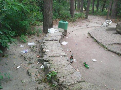 Черкаський парк люди перетворюють на смітник (ФОТО)