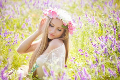 Черкащанок у сукнях та з квітами запрошують на флешмоб