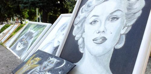 Одеситка створила галерею у центрі Черкас (ВІДЕО)