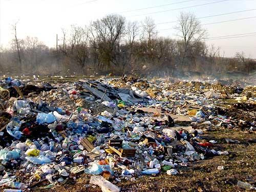 Черкаське сміттєзвалише вже так заповнене, що немає вільного місця (ВІДЕО)