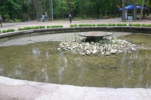 У Ювілейному парку реконструюють фонтан (ФОТО)