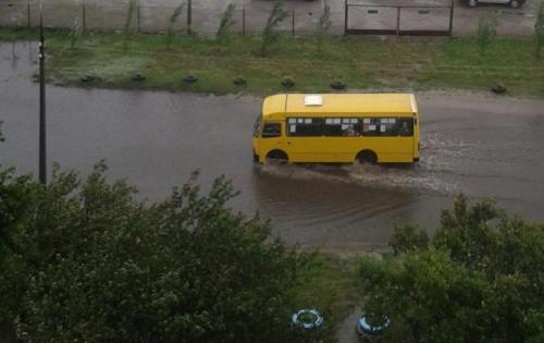 Мешканці ПЗР вирішили самостійно боротися із постійним затопленням (ВІДЕО)