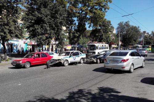 У Черкасах протаранили машину спецпризначенців (ФОТО)