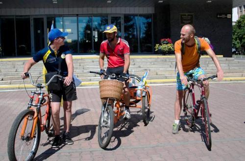 Учасник АТО на велосипеді хоче об'єднати Україну