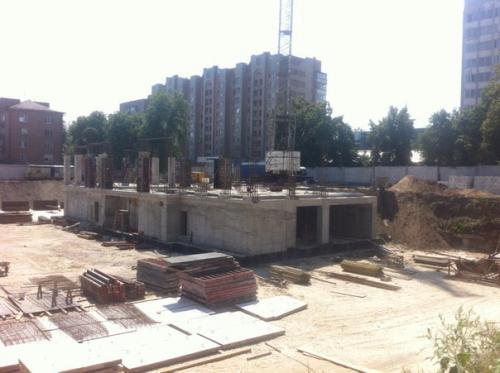 Будівництво за драмтеатром у самому розпалі (ФОТО)