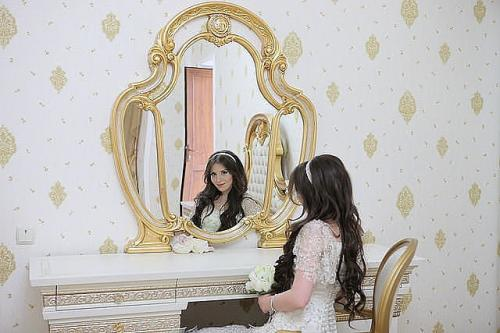 Красуня онлайн вчить людей ставати прекрасними (ВІДЕО)