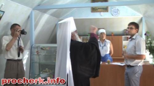 Священник ледве не навернув палкою черкаського чиновника (ВІДЕО)