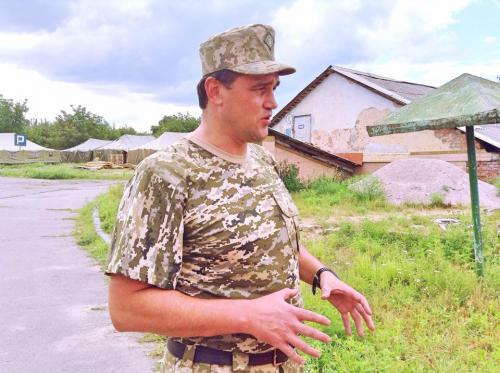 Більда посвідчення депутата замінив на військову форму (ВІДЕО)