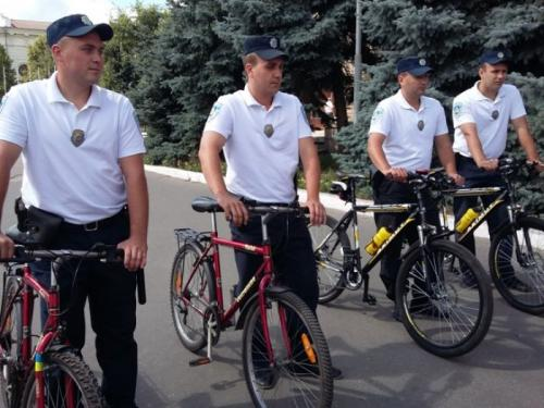В Умані міліціонери пересіли на велосипеди