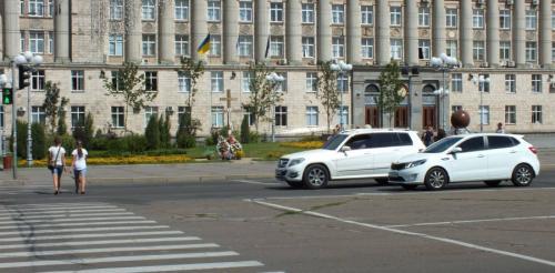 Через супершвидкий світлофор черкащани не встигають перейти дорогу у центрі міста