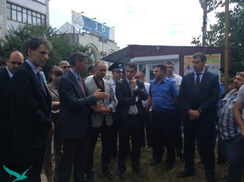 Посла Ізраїлю в Україні оточили обурені уманчани
