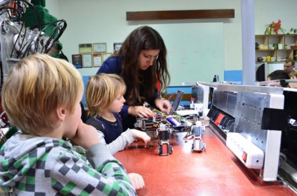 У Черкасах дітей та дорослих навчатимуть конструювати роботів
