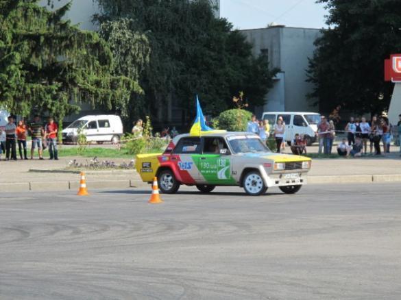 На Черкащині здійснили розворот на 360 градусів та перевірили дороги на міцність