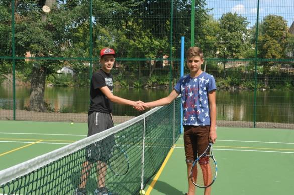 У селі на Черкащині звели професійний тенісний корт за мільйон гривень