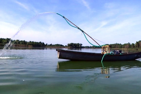 Міліціонери Черкащини вже рятують не лише людей, а й рибу (ВІДЕО)