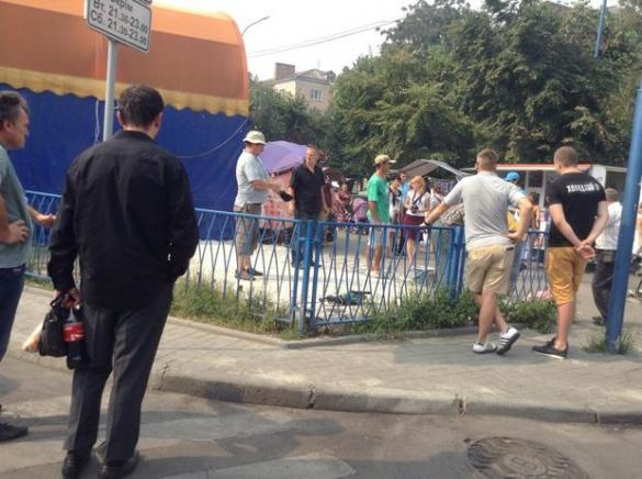 Кіоск екс-депутата знесли разом із фундаментом (ФОТО)