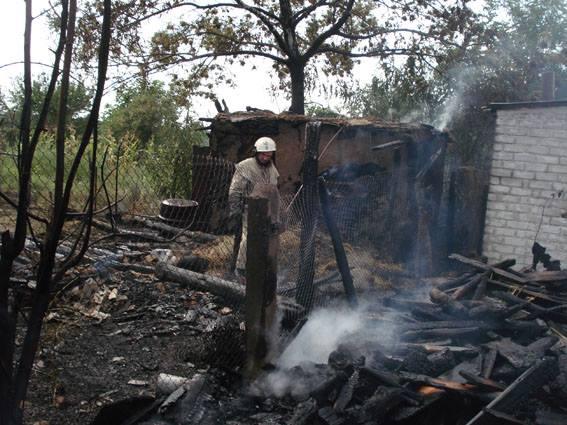 Черкащанин постраждав, рятуючи свій дім від вогню