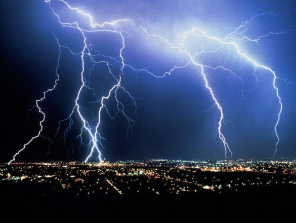 На Черкащині через грозу населені пункти залишилися без світла