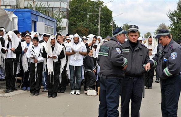 Активісти, які розтрощили табір хасидів, обіцяли повернутися знову