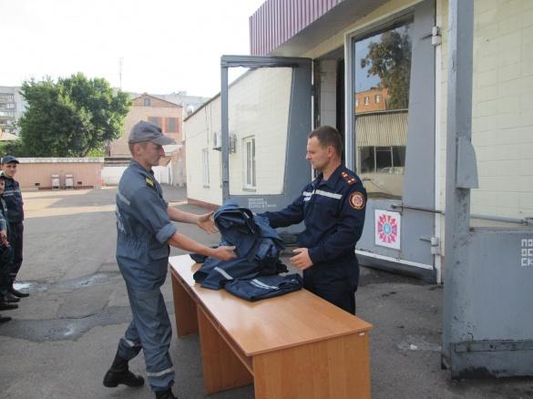 Черкаських рятувальників вдягли у новеньку форму (ФОТО)