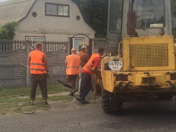 Нардеп спіймав черкаських дорожників на гарячому (ФОТО)