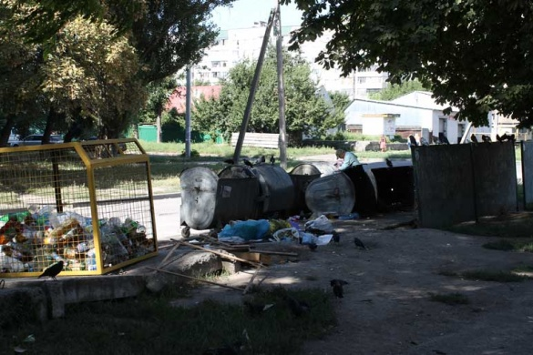 У Черкасах майже в центрі міста живуть безхатьки, а влада закрила на це очі