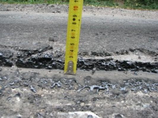 Черкаська служба автодоріг збирає докази неякісного ремонту (ФОТО)