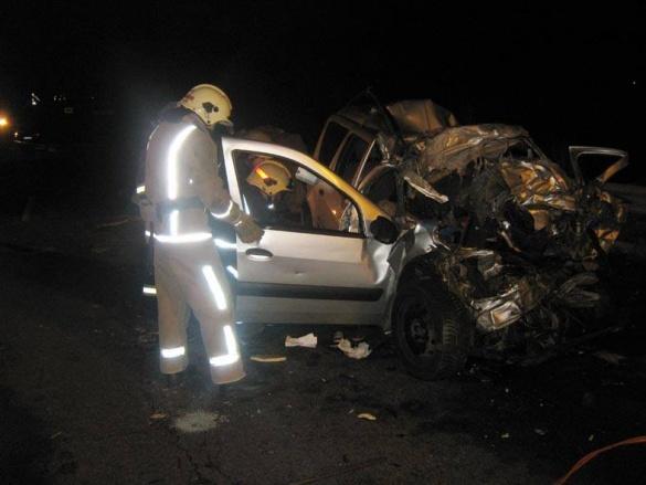 ДТП на Уманщині: аби деблокувати чотирьох загиблих, рятувальники розбирали авто (фото, відео)