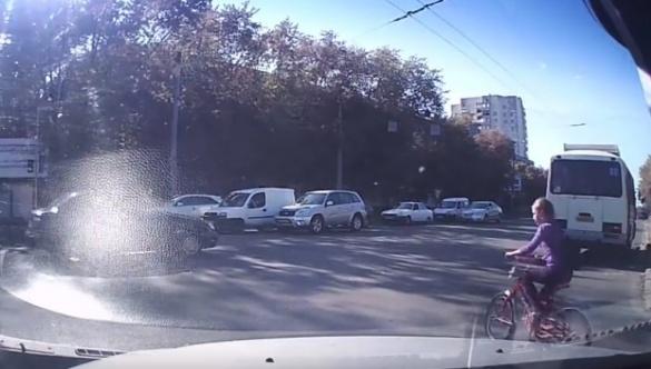 У Черкасах дитина втрапила під колеса маршрутки (ВІДЕО)