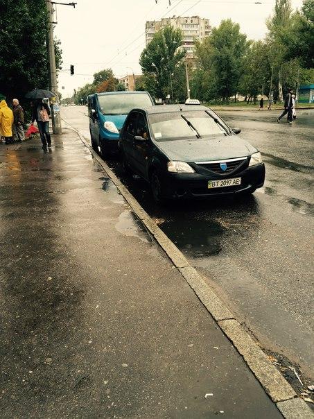 У Черкасах водії паркуються як хочуть (ФОТО)