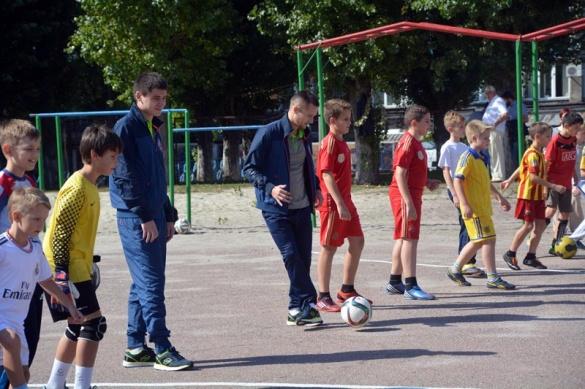 Черкаські футболісти у дворі навчили грати майбутніх Мессі та Роналду (ВІДЕО)