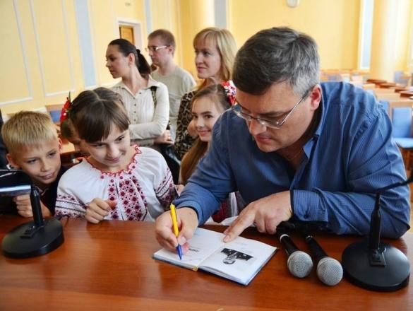 Про легендарного Момота черкаські школярі дізнаватимуться з книжок (ФОТО)