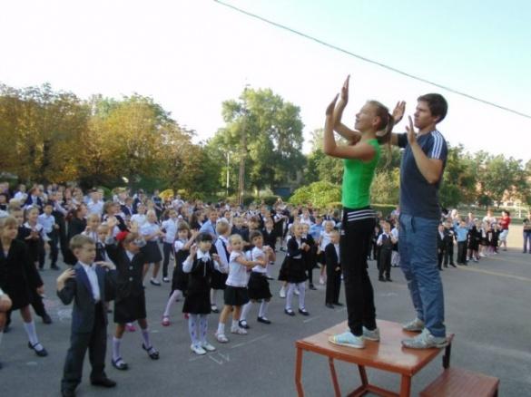 У черкаській школі діти перед уроками роблять гімнастику