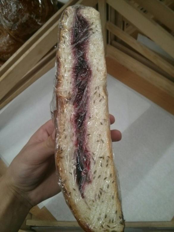Смачного: у Черкасах продають пиріг з вишнями та комахами (фотофакт)