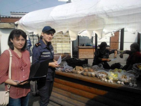 Черкаські рятувальники влаштували ревізію на ринку грибів