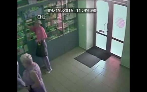 У Черкасах розшукують зухвалого грабіжника аптек