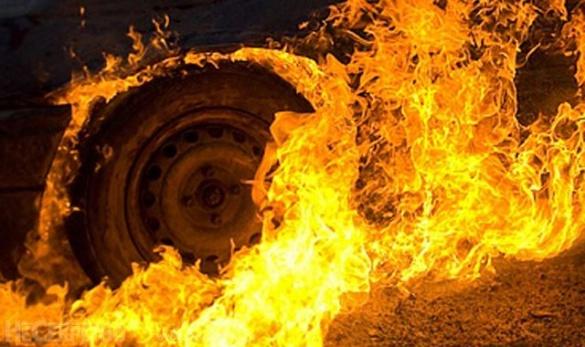 У Черкасах посеред дороги загорілося авто