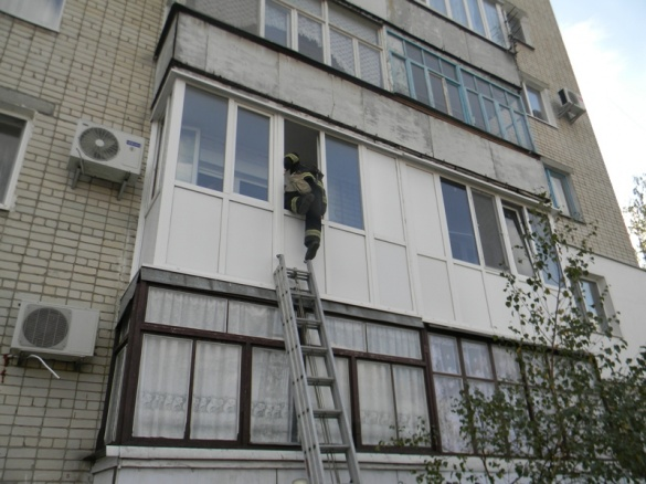 Смілянку на балконі закрила 2-річна дитина