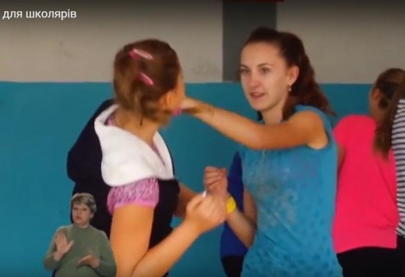 У Черкасах чемпіон світу навчає школярів самообороні
