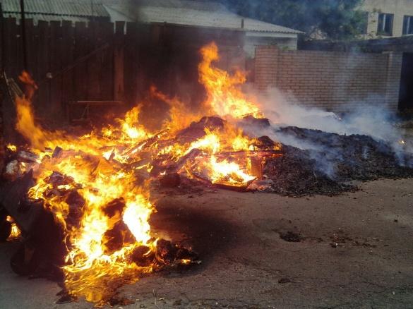 У центрі Черкас біля школи сталася пожежа (ФОТО)