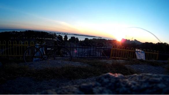 Місто прокидається: черкащани зібрали фото сьогоднішнього світанку
