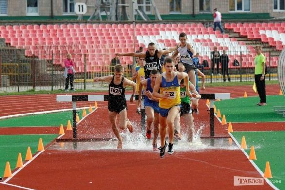 Черкаські легкоатлети перемогли, долаючи водну перешкоду (ФОТО)