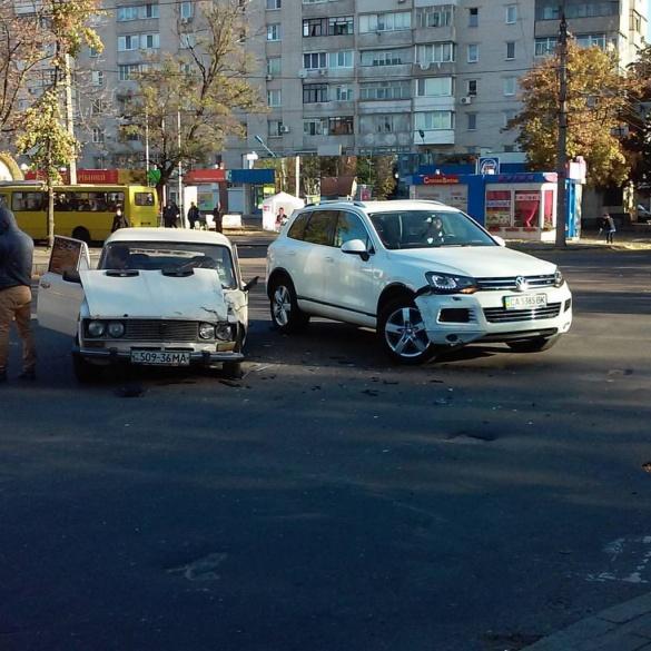 У Черкасах на Шевченка зіткнулися авто
