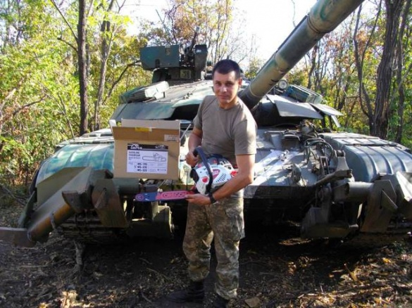 Черкаські волонтери власноруч пошили одяг для танкістів