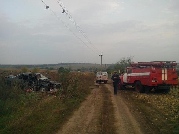 ДТП на Черкащині: від зіткнення в авто затисло загиблого